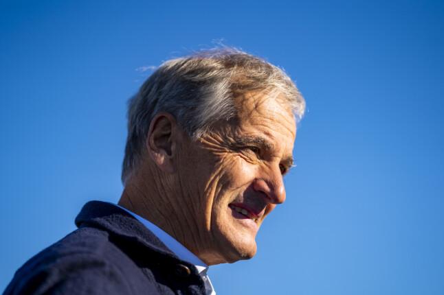 Bildet er tatt under valgkampen, men sola skinner for Ap-leder Jonas Gahr Støre også dagen etter valget. 📸: Håkon Mosvold Larsen / NTB